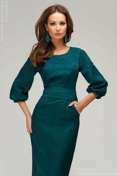 Роскошное платье футляр с рукавами