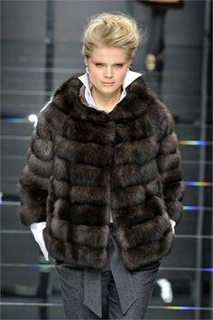 Carlo Tivoli Fur Fashion, Winter Fashion, Fashion Outfits, Womens Fashion, Faux Fur Jacket, Fur Coat, Fabulous Furs, Love Clothing, Street Style