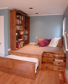 Идею для маленькой комнаты возьму на заметку!