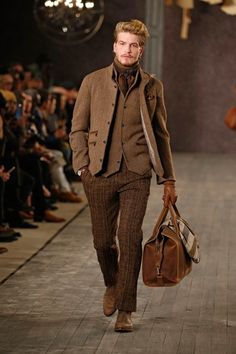 See the complete Joseph Abboud Fall 2016 Menswear collection.
