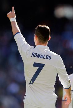 Cristiano Ronaldo from the back view. Cristiano Ronaldo Celebration, Cristiano Ronaldo Manchester, Cristiano Ronaldo Portugal, Cristiano Ronaldo Juventus, Messi Pictures, Christano Ronaldo, Cr7 Wallpapers, Neymar, Ronaldo Quotes