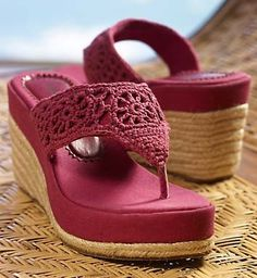 Maybe could do this with my flip flop heels Crochet Sandals, Crochet Boots, Crochet Slippers, Crochet Shoes Pattern, Shoe Pattern, Knit Shoes, Sock Shoes, Make Your Own Shoes, Crochet Flip Flops
