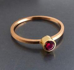 BIZOE - Złoty pierścionek z rubinem/ różowe złoto w BIZOE na DaWanda.com