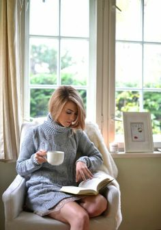 Reader's Love For Reading People Reading, Woman Reading, Reading Time, Tea Reading, I Love Books, Good Books, Reality Shows, Photo Portrait, Livros
