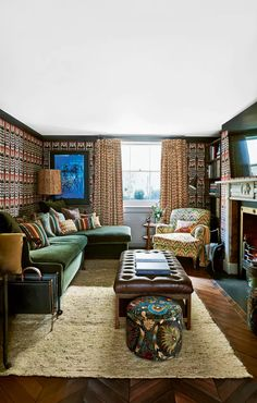 With its clever use of luxurious textures and finishes, Irish interior designer Bryan O'Sullivan's latest project – a London townhouse owned by longstanding clients – is a treat for the senses. Tiny Living Rooms, Living Room Lounge, Home Living Room, House Extension Design, Snug Room, Townhouse Designs, London Townhouse, Coffee Table Design, Townhouse