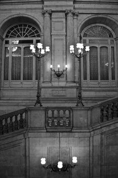 Palacio. Madrid, España via the Suitcase Lioness blog. Photo credit .:. Amy Lucas