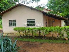 A nossa casa na saudosíssima ex fazenda em Gurupi - TO. Essa primeira parte da casa era aquela casinha amarelinha.