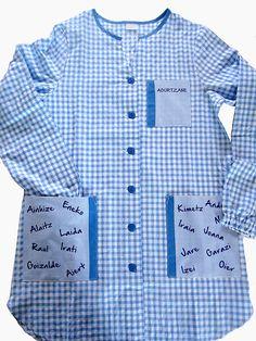 Bata de Maestra personalizada con su nombre y el de sus alumnos School Pinafore, Simple Dresses, Leo, Kindergarten, Men Casual, Shirt Dress, Couture, Mens Tops, Baby