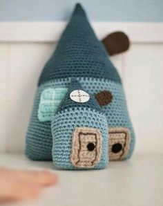 El Gallo Bermejo: Houses to dream about Crochet Home, Love Crochet, Crochet For Kids, Diy Crochet, Crochet Crafts, Crochet Dolls, Crochet Baby, Crochet Projects, Loom Knitting