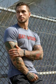 Alex Minsky - Ex Marine turned Underwear Male Model and he is an amputee. Such an inspiration <3