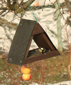 """Kŕmidlo pre vtáky – Stavebnica Kŕmidlo Áčko je vhodné na zavesenie na strom alebo do záhrady.  Návod: Stavebnica Krmítko Áčko návod.pdf (589 KB)  Obtiažnosť montáže: - pre deti od 6 rokov s rodičmi - pre deti od 10 rokov samostatne (pod dozorom rodičov)  Časová náročnosť: 1-2 hodiny  Hmotnosť: 2 kg  Na zostavenie budete potrebovať: - malé kladivo - misku na farbu  Dostupnosť tovaru: - tovar """"na sklade"""" obvykle expedujeme nasledujúci pracovný deň - tovar """"na objednávku"""" obvykle expedujeme do…"""