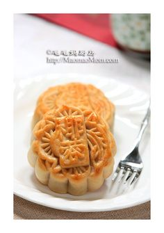 [Dourong Cantonese-style moon cake] + + moon cake making homemade syrup FAQ… Chinese Recipes, Chinese Food, Asian Recipes, Fun Food, Good Food, Homemade Syrup, Cake Making, Mooncake, Asian Foods