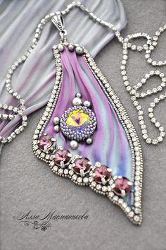 "Pendant ""Butterfly Wing"" with Swarovski crystals and ribbon Shibori - lilac Ribbon Jewelry, Soutache Jewelry, Jewelry Crafts, Jewelry Art, Beaded Jewelry, Handmade Jewelry, Jewelry Design, Jewellery, Shibori"