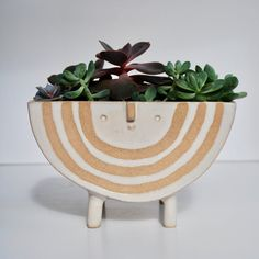 Contemporary Planters Bring a Friendly Face to Your Indoor Garden Ceramic Clay, Ceramic Planters, Stoneware Clay, Planter Pots, Ceramic Bowls, Pottery Bowls, Ceramic Pottery, Slab Pottery, Thrown Pottery
