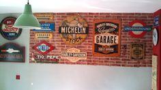 Fotografía de nuestro taller de Decoración Retro & Vintage donde realizamos carteles personalizados a medida para interiores y exteriores. www.actiweb.es/tumuebleconsolajvg