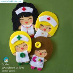 muñecas de fieltro enfermeras, farmaceutica y maestra de infantil