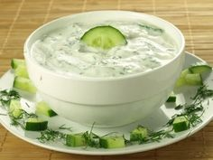 How to Make the Worlds Best Tzatziki Sauce Greek Yogurt and Cucumber Sauce Tzatziki Sauce, Salsa Tzatziki, Cheese Dip Recipes, Avocado Recipes, Dill Pickle Dip, Pickle Soup, Dill Dip, Cucumber Dip, Food Network Recipes