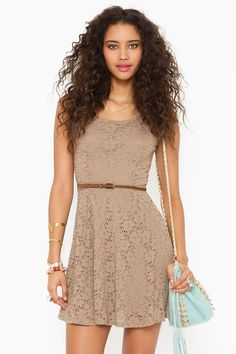 Such a cute summer dress though i wish it had short sleeves