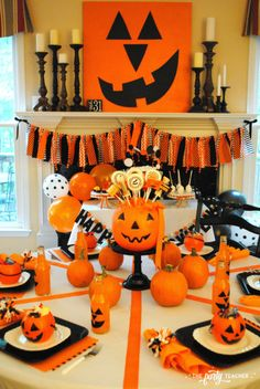 Pumpkin Decorating Halloween Party by The Party Teacher - dining table Halloween Camping, Halloween Activities For Kids, Halloween Party Themes, Cheap Halloween, Halloween Items, Halloween Birthday, Halloween Party Decor, Outdoor Halloween, Baby Halloween