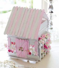 Gardening Diy Popsicle Stick Fairy House - These Popsicle Stick Fairy Doors are beyond gorgeous and they are so easy to make. Be sure to watch the video tutorial too. Popsicle Stick Houses, Popsicle Crafts, Craft Stick Crafts, Popsicle House, Pop Cycle Stick Crafts, Pop Stick Craft, Craft Sticks, Popsicle Stick Birdhouse, Popsicle Stick Christmas Crafts