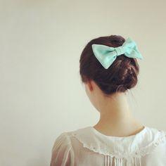 blouse + mint bow