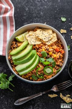 Easy Vegan Burrito Bowls made in the Instant Pot! These quick, flavorful bowls gets done in 30 minutes and make a hearty and filling meal. Healthy Vegan Snacks, Healthy Meals To Cook, Healthy Recipes, Vegan Meals, Vegan Mexican Recipes, Delicious Vegan Recipes, Vegetarian Recipes, Vegan Burrito Bowls, Pressure Cooking