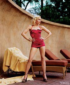 Bathing suit Gwen Stefani photographed by Steven Meisel for Vogue, April 2004 Gwen Stefani Mode, Gwen Stefani No Doubt, Gwen Stefani Style, Gwen Stefani Legs, Gwen Stefani Bikini, Steven Meisel, Looks Rockabilly, Retro Bathing Suits, Old Hollywood Style