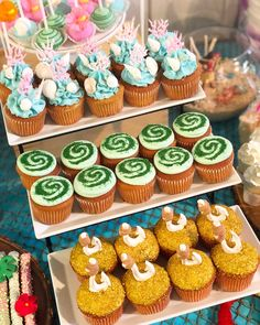 Moana Cupcakes 1 Moana Birthday Decorations, Moana Birthday Party Theme, Moana Themed Party, Luau Birthday, First Birthday Parties, First Birthdays, Moana Birthday Cakes, Cupcake Decorations, Birthday Ideas