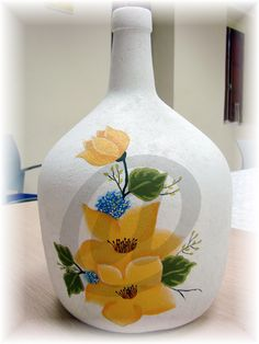 Garrafa pintada a mano Glass Bottle Crafts, Glass Bottles, Decoupage Art, Altered Bottles, Paint Designs, Diy And Crafts, Creations, Owl, Baby Shower