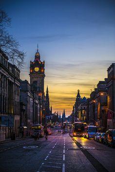 ***Edinburgh & Calton Hill night view (Scotland) by Desire Wu cs. Scotland Culture, Scotland Uk, Glasgow Scotland, England And Scotland, Scotland Travel, Scotland Vacation, Castle Scotland, Ireland Vacation, Ireland Travel