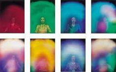 Comment voir l'Aura ; Si vous désirez vraiment voir l'aura et apprendre quelque chose à son sujet, je vous suggère d'abord la lecture d'un livre ou deux sur les traitements par la gamme chromatique par exemple. Ainsi, vous vous familiariserez avec les significations des diverses couleurs.