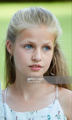Golden Girls, Royal Family Portrait, Spanish Royalty, Spanish Royal Family, Military Women, Save The Queen, Queen Letizia, Baby Family, Famous Women