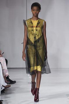 CALVIN KLEIN Spring 2018 Menswear Collection Photos - Vogue