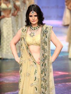 IIJW 2012: Glitz & Glamour on Day 3#jewelry #fashion #indianfashion #ZarineKhan #bollywood #IIJW2012