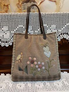 김경숙퀼트-퀼트전문쇼핑몰 퀼트패키지 퀼트재료 퀼트 Applique Ideas, Embroidered Bag, Cloth Bags, Sewing Ideas, Swatch, Reusable Tote Bags, Quilts, Handmade, Handmade Cushions