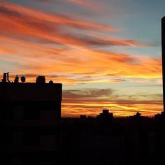 Hace mucho que no vivía un #atardecer tan hermoso. El cielo está prendido fuego!  #nofilter #argentina #Argentina360 #sunset #sky #travelblogger #comuviajera #travel #instatravel #photooftheday #picoftheday #instatraveling #igtravel #igpassport #instago #lifestyle #mytravelgram #travelphoto #wanderlust #traveltheworld #world #welltravelled #passionpassport #thehappynow #hispanictravelbloggers