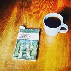 Na niebiesko. #instabook #terazczytam #czytaniejestsexy #czytambolubię #bookstagram #booklove #bookworm #aleksanderpuszkin #aleksanderpushkin #córkakapitana #damapikowa #herbata #tea
