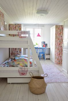 kids room//bunk bed..