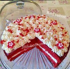 La Red Velvet, di knam, torta di velluto io trovo sia la torta più sexi e sensuale del panorama dei dolci dato dal suo colore ma anche da un sapore unico. Red Velvet Recipes, Cheesecake, I Want To Eat, Velvet Cake, Biscotti, Vanilla Cake, Mousse, Food And Drink, Sweets