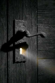 Is the attitude toward things that make the difference and that differentiates us, there are those who see a closed door and there is who sees a door that you can open. Giuseppe Dawal