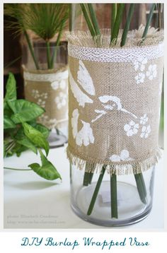 DIY Burlap Wrapped Vase Embellished with Stencils and Lace - Top 10 Creative DIY Burlap Projects Burlap Projects, Burlap Crafts, Decor Crafts, Diy And Crafts, Arts And Crafts, Painting Burlap, Burlap Lace, Hessian, Sisal