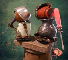 Who knew how adorable pitchers & screwdrivers could be? Popsicle kids sculpture by Negrotto's Gallery: Dishfunctional Designs: Robots Made From Found Objects Found Object Art, Found Art, Wood Sculpture, Metal Sculptures, Abstract Sculpture, Bronze Sculpture, Trash Art, Architecture Art Design, Scrap Metal Art