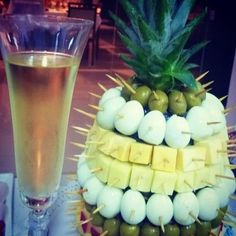 abacaxi aperitivo dicas passo passo 3 Bbq Party, Party Snacks, Appetizer Buffet, Fruit Decorations, Food Displays, Picnic Foods, Appetisers, Luau, Creative Food