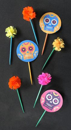 Dia de los Muertos cupcake toppers and mini crepe paper flowers happythought.co.uk/day-of-the-dead/cactus-cupcakes