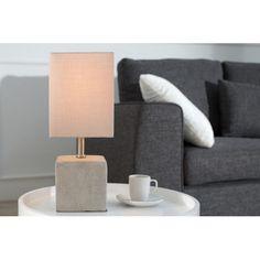 Ravissante lampe de table de couleur grise avec un design passionnant pour un style industriel composée d'un abat-jour en linge et d'un socle en béton.elle r...