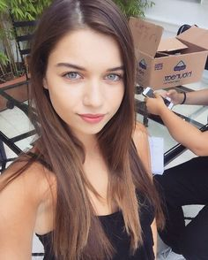 Are you finding Height, Weight, Wiki, Age, Family Biography etc of Afra Saraçoglu? Turkish Beauty, Turkish Fashion, Hair Color For Black Hair, Brown Hair, Hottest Female Celebrities, Celebs, Afro, Actrices Hollywood, Female Actresses