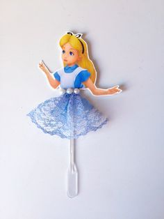 Topper Alice no País das Maravilhas | Maria Augusta | Elo7 Birthday Party Decorations, Party Themes, Birthday Parties, Beauty And The Beast Party, Alice In Wonderland Tea Party, Topper, Its My Bday, Mad Hatter Tea, Princesas Disney
