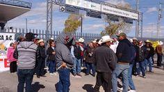or otra parte el grupo Barzón llego desde las diez de la mañana para realizar el cierre del Puente Libre como lo anunciaron desde el lunes.