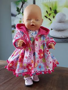 Wollyonline sells digital doll patterns for a variety of dolls. There is also a large selection of FREE patterns available. Sewing Doll Clothes, Sewing Dolls, Doll Clothes Patterns, Baby Born Clothes, Bitty Baby Clothes, Reborn Babypuppen, Reborn Baby Dolls, Coat Patterns, Baby Patterns