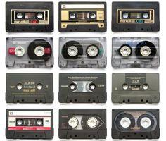 Maxell Cassettes. Casette Tapes, Musica Salsa, Radios, Retro, Pub Vintage, Posters Vintage, Audio Sound, Tape Recorder, Vinyl Music